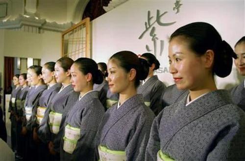 为何越来越多的中国女孩都去日本打工?网友:让人不敢相信