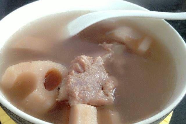 「正确做法」炖莲藕汤时,会变色吗?那是因为还差一步。怪不得汤不是白的
