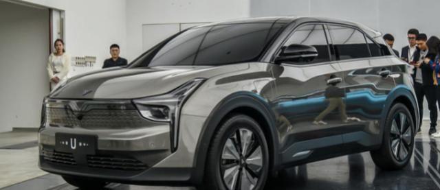 """#媲美#全球第一款""""透明A柱""""SUV,还有3个大屏媲美奔驰,仅售13.98w"""