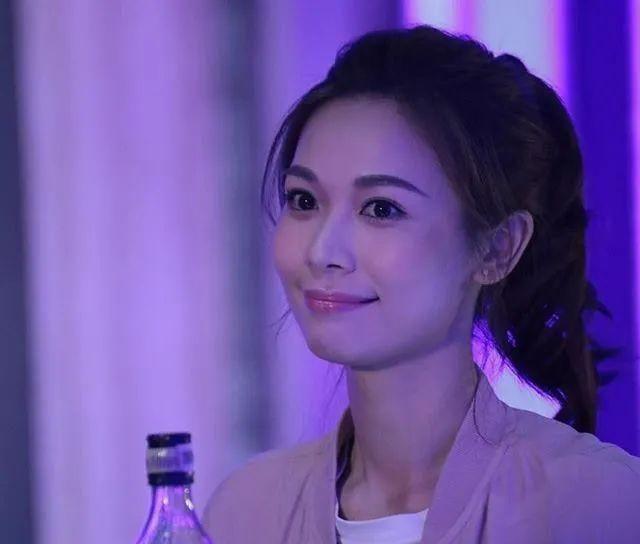 """『宝宝』首晒孕照!前TVB人气花旦预祝宝宝满月:获众星大赞""""最索靓妈"""""""