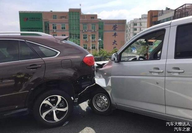 刹车失灵,撞树和撞墙哪个更安全?老司机:选错了你就凉凉了!-華夏娛樂360