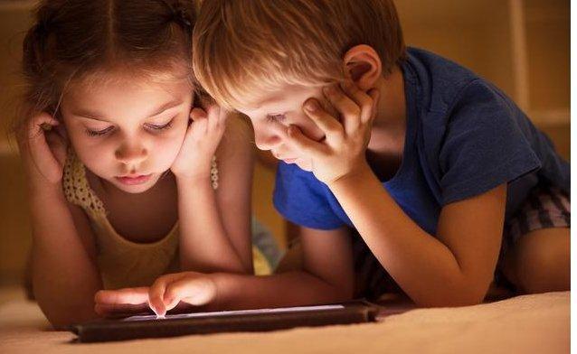 孩子吃饭要看iPad危害大 父母要重视