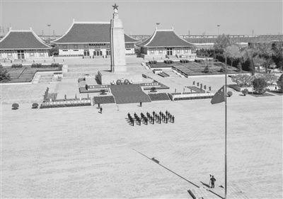 天津干部群众深切悼念抗击新冠肺炎疫情斗争牺牲烈士和逝世同胞