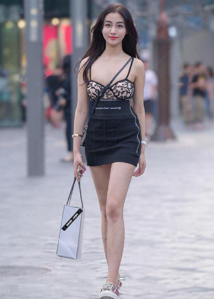 現在的小姐姐越來越會穿衣服了,穿的衣服都是很有個性的 熱點 熱圖2