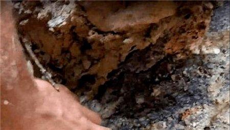 """男子山上挖石头,挖出""""透明水晶""""细看后,直接倒吸凉气"""