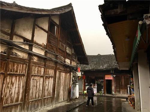 四川有座大规模的古镇,传统集市千年不散,保持原汁原味