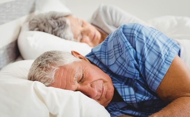 经常失眠不要怕,生活中多吃这3种粥,帮你缓解失眠,滋补大脑(二)