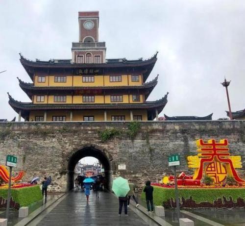 """浙江""""最奇怪""""的建筑,中不中、洋不洋,游客:看起来有些别扭!"""