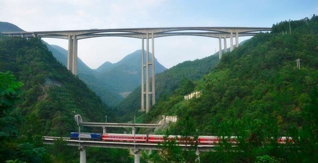 最难修的铁路到底多难?造价超青藏铁路,5万人一年仅修50公里