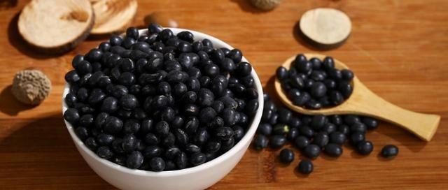 多吃黑色的食物对防脱发有用吗?除此之外,还有6类食物帮你生发