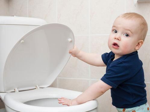 如果孩子排便有1种习惯 恭喜孩子肠道很润滑 宝妈少担心