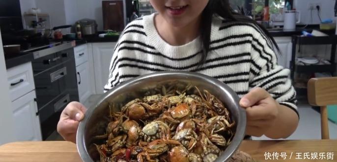 """『掰开』女子上拼多多买""""螃蟹"""",150只花了30元,掰开后这是螃蟹"""
