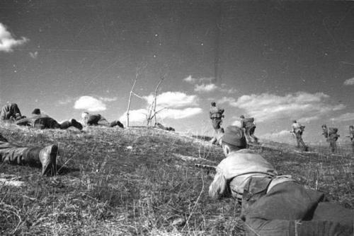 苏军■二战苏军老照片,第7张的女孩热情奔放,不输慰问前线的美国明星
