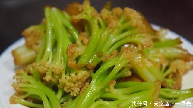 不容易入味@清炒花菜时,切忌直接下锅,多加一步,清脆爽口易入味