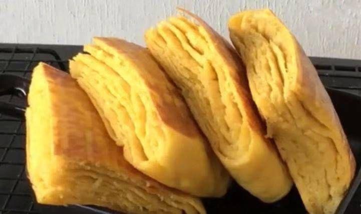 『红薯』一个红薯和一碗面粉做成千层饼。它尝起来又硬又软。一次一壶是不够的
