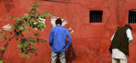 """实拍印度民众""""前卫""""的如厕方式,大胆去做,从不忌讳什么"""