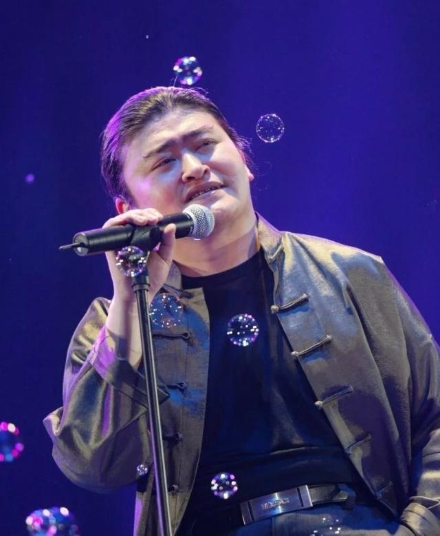 56岁歌唱家刘欢近况披露!有钱有名又如何?令人感慨万千