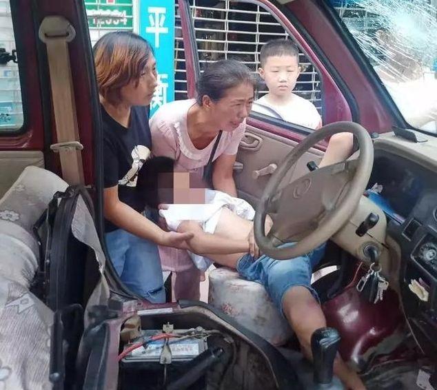 紧急救援!一10岁男孩高空坠落,砸到路边的车上……