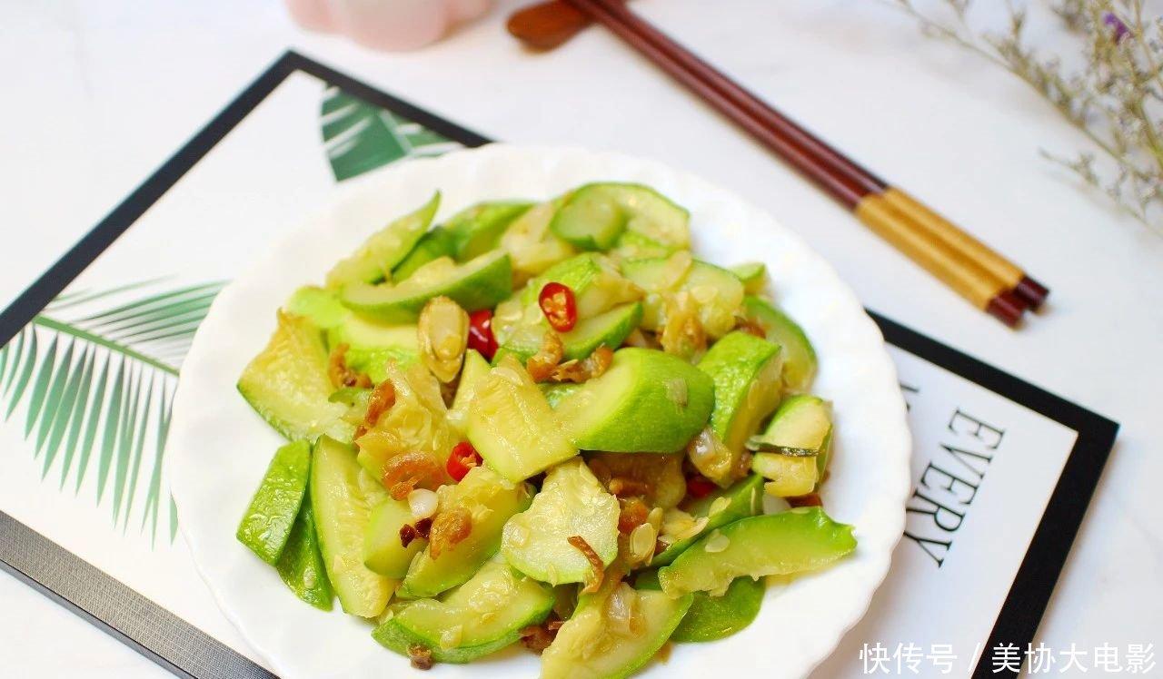 「西葫芦」春天常给孩子吃这道菜,好吃不贵,营养又补钙,比喝牛奶强多了!