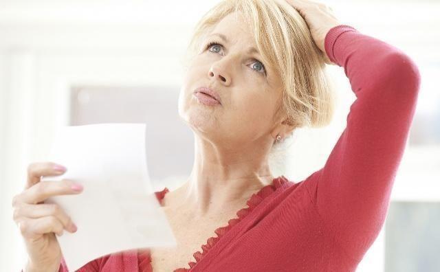 """「当中」女性绝经后容易骨质疏松?提醒:少吃三种""""偷钙食物"""""""