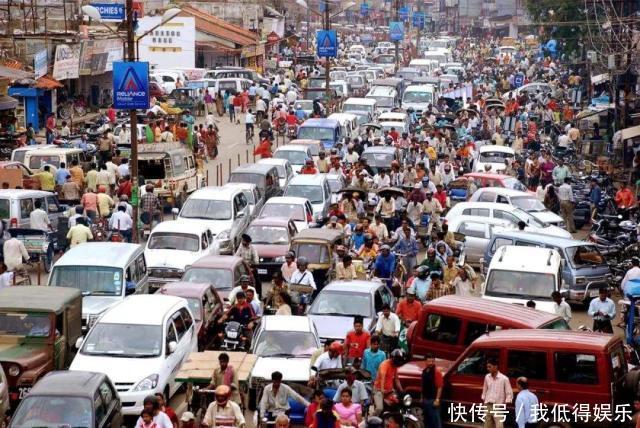 """印度街头有很多""""苦行僧"""",中国游客前去拍照,导游不要靠近"""