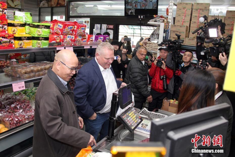 [加拿大安大略省省长]加拿大安大略省省长赴华人超市购物以示