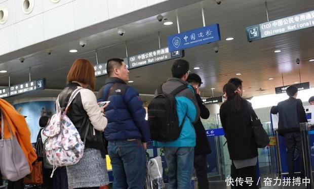 中国游客去日本旅游,吃东西的举动却让日本人崇拜,直言很厉害
