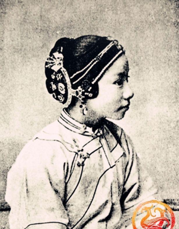 『古代』真实的青楼女子老照片大多长相漂亮,却也都是身世凄惨的可怜人