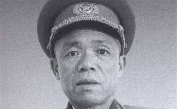 『作战』渡海作战,营长见韩先楚站在甲板危险,下令看住军长,不准离开