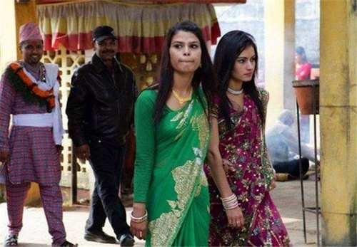 尼泊尔一女多夫,女人的一晚竟然是这样度过!开眼界了