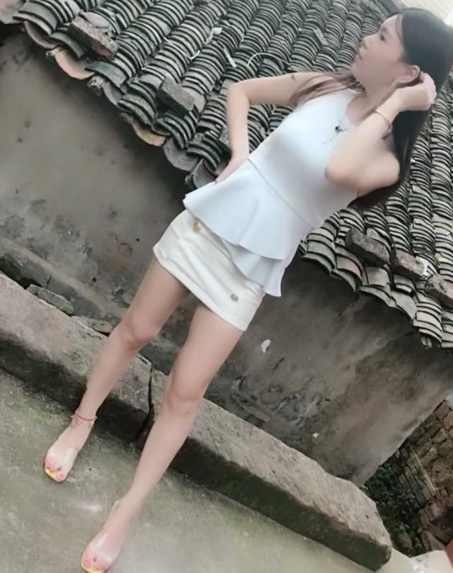 农村的女孩也穿上了包臀裙,这样穿你妈不拦着吗! - hnzzlzyno1 - hnzzlzyno1的博客