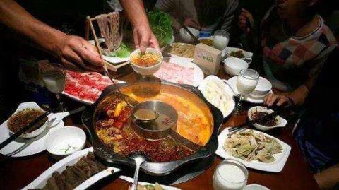"<b>不论在哪里吃火锅,都能做这四种""佐料汁""。老板:那都是高级食</b>"