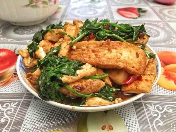 #春天#芹菜和它天生一对,每周吃1次,安神补脑增元气,春天必须吃!