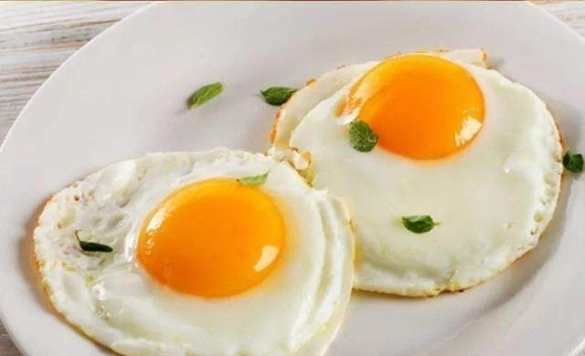 热油@煎荷包蛋,是凉油下锅还是热油呢?很多人都做错了,不入味还粘锅