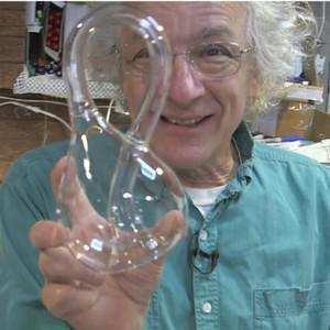 世界上永远装不满水的瓶子,科学家:它是四维空间的产物