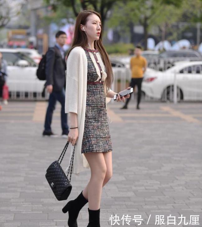 世博会是什么街拍:小妹妹灰色余裤套优雅时尚,搭配白色高以及鞋显患上母我味十脚