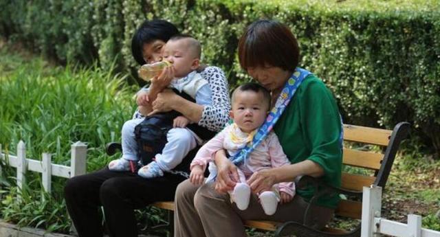 """两个儿子的家庭已经""""不吃香""""了,外人不仅不会恭喜,反而会同情"""