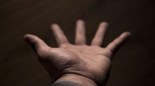 """【帕金森病】经常手抖的人要当心:或""""暗示""""5种病要来,最后一"""