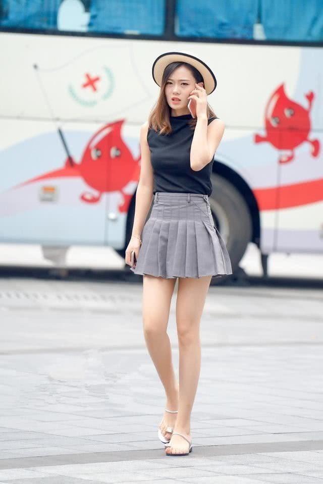 街拍:穿着活力满满自信的小姐姐,让小姐姐更加的有魅力!
