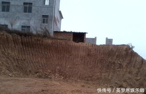 狂砸80吨水泥、16吨钢筋、16万工钱开山盖房, 完工后全村人无话可