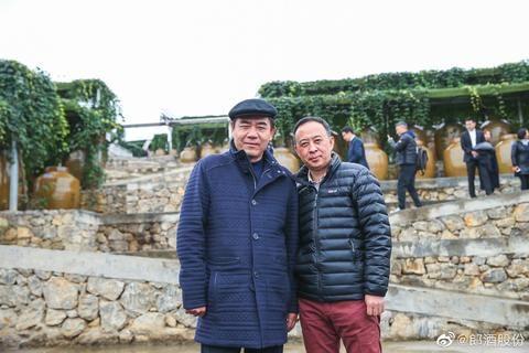 63岁陈宝国近照,满头黑发精神佳