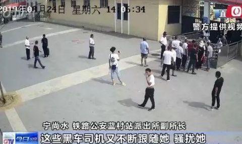后怕!女孩青岛入学报到 竟遭多名男子围堵