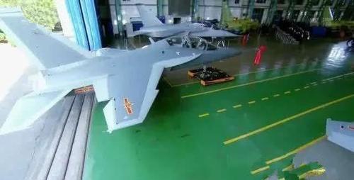 『海山鹰』第一款舰载机成功进行电磁弹射起降,型号不是歼20也不是歼31战机
