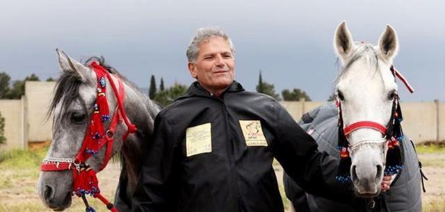 """马上外交家!一位老人要把""""叙利亚之星""""送给普京,价值10万美元"""
