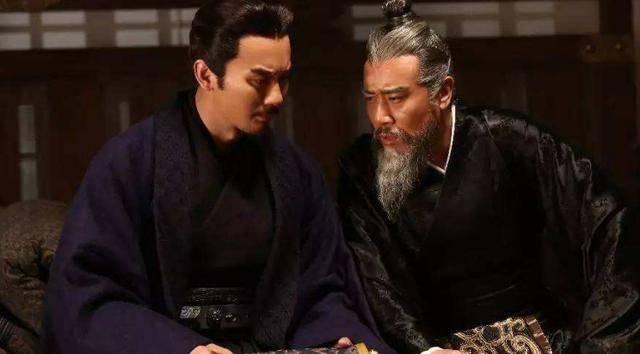 『皇帝』曹丕为什么不将汉献帝送至蜀国,让喊着除贼兴汉的三国刘备进退两难呢