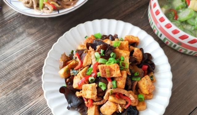 少许:这菜我家一周必吃一次,雷打不动,富含铁和钙,全家吃都好!