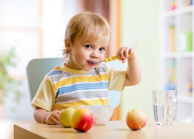 <b>保姆式喂饭 要拒绝 带娃少碰3种食物 孩子积食还不长个!</b>