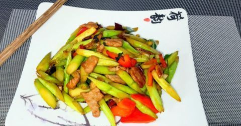 北方人做南方菜,今天来个鲜笋子炒肉,真是好吃还下饭啊