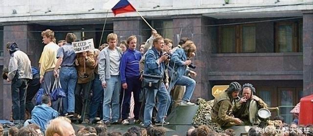 【解体】苏联解体后, 我国趁机收回了这4000平方公里故土