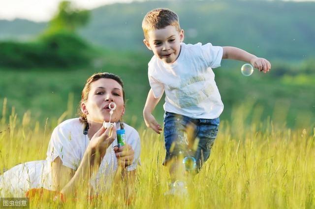 说到底,孩子就是父母的一面镜子!你越优秀,孩子越受益